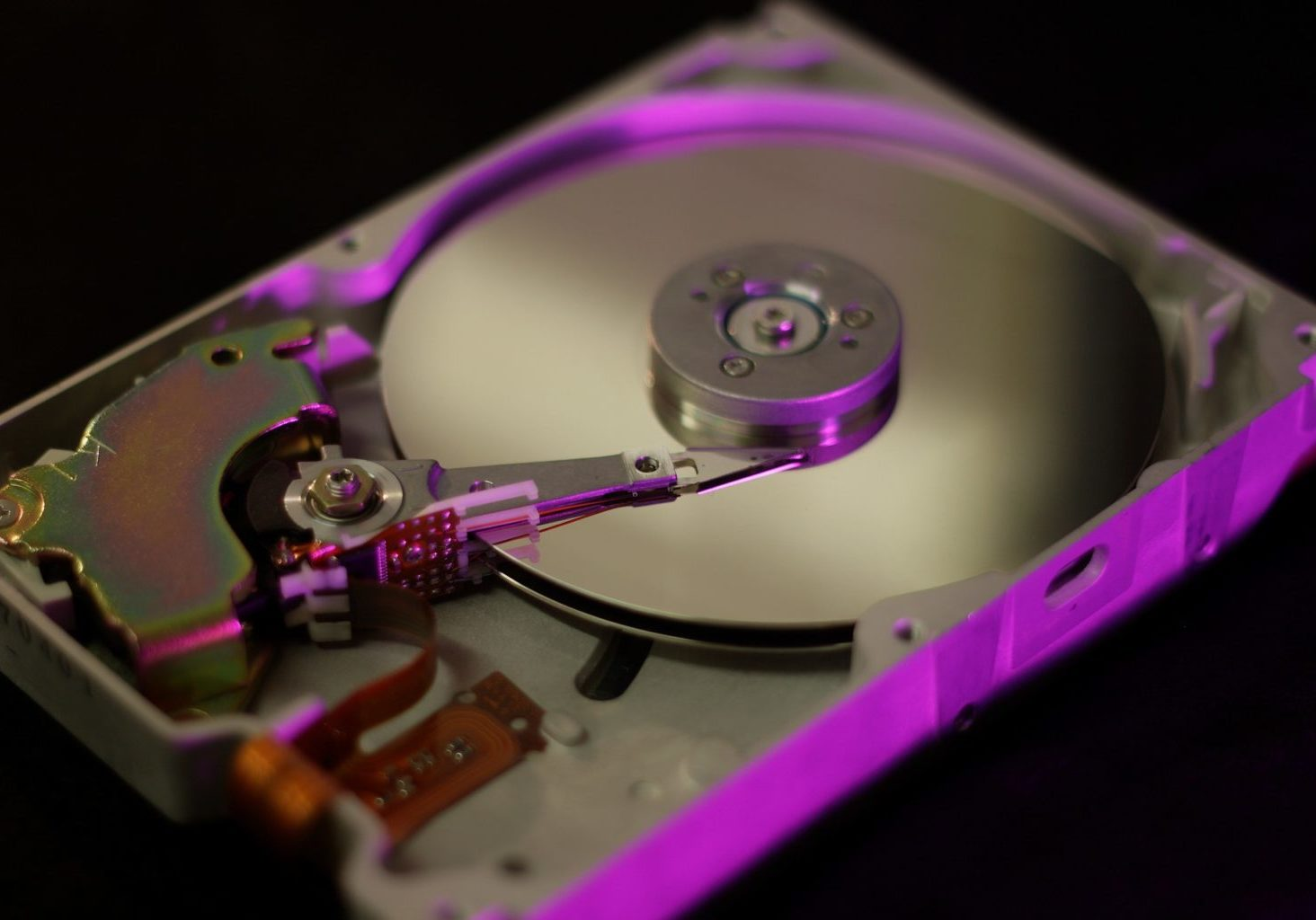 hard-disc-3319335_1920